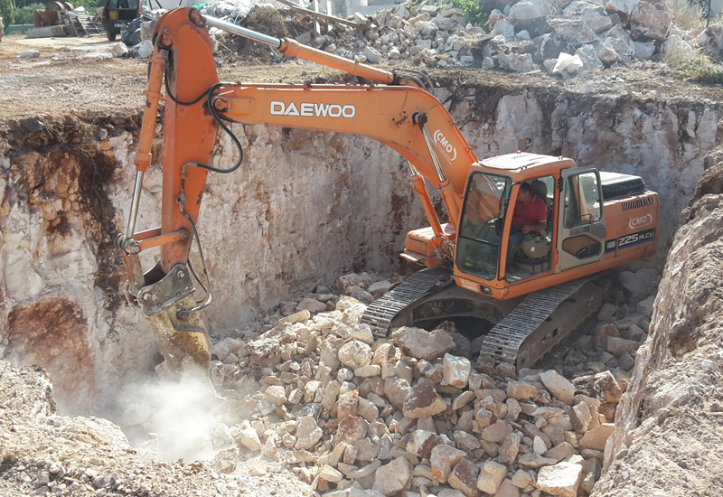 Scavi, movimento terra, demolizioni e trasporti vari